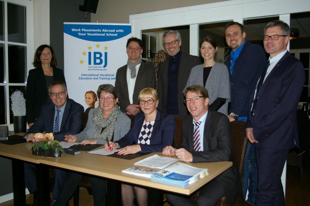 Unterzeichnung Memorandum of Understanding IBJ und Jyväskylä College