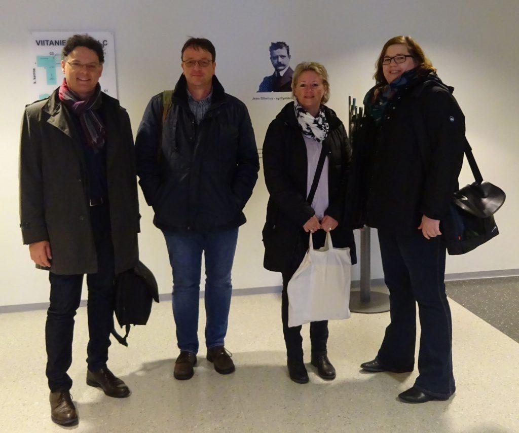 Ankunft im Jyväskylä College: Detlef Reuter (BBS Jever), Thorsten Schönbohm (BBS Varel), Kirstin Siepke (BBS Jever) und Meike Tadken (BBS Jever) sowie Christoph Behnen (BBS Wilhelmshaven), der das Foto machte.